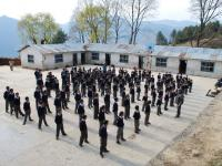 Mont Everest School, Andes - news 13  Nepal invisible