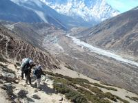 Sentier dominant , Andes - News  17  Nepal  invisible